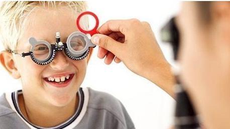 戴眼镜会使近视越来越严重吗?