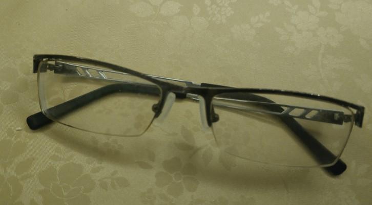 一副眼镜戴了9年,有必要更换新眼镜吗?